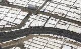 Jalanan menuju Jamarat di antara tenda-tenda di Mina tampak dari udara, Senin (12/8).
