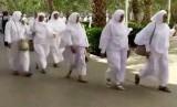 Jamaah calon haji yang akan melaksanakan miqai di Masjid Bir Ali