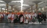 Jamaah haji di Masjid Nabawi dihimbau untuk menggunakan masker guna menghindari penyebaran virus MERS (Ilustrasi)