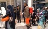 Jamaah haji embarkasi SUB (Surabaya) 45 tiba di Paviliun Haji Bandara Amir Muhammad Bin Abdul Aziz Madinah, Kamis malam (20/9). Kloter SUB 45 termasuk dalam 14 kloter pertama yang dipulangkan ke Indonesia dari Madinah.