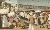jamaah haji India turun dari kapal.
