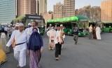 Daftar Istilah dan Singkatan Haji - Umrah dari Huruf N. Foto: Jamaah haji Indonesia baru saja turun dari bus Shalawat di Terminal Syib Amir, Makkah (Ilustrasi).