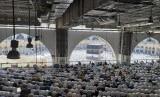 Kasus Jamaah Haji Indonesia Gagal Berangkat Pernah Terjadi . Foto: Jamaah haji sedang melaksanakan shalat wajib di Masjidil Haram pada musim haji 1440 H / 2019 M (Ilustrasi).