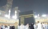 Jamaah haji sedang thawaf untuk umrah sunah. (ilustrasi)
