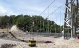Jembatan Kian Rai Ikun merupakan jembatan gantung pertama di perbatasan antara Nusa Tenggara Timur (NTT) dan Timor Leste. Keberadaanya menghubungkan Desa Tialai dan Desa Naikasa, Kecamatan Lamaken, Kabupaten Belu, NTT.