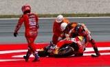 Jorge Lorenzo saat terjatuh pada balapan GP Catalunya, Ahad (16/6).