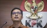 Juru bicara Komisi Pemberantasan Korupsi (KPK) Febri Diansyah memberikan keterangan pers terkait kasus suap Bupati Kebumen di gedung KPK, Jakarta, Selasa (23/1).