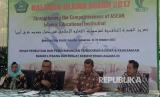 Kabalitbangdiklat Abdurrahman Masud (kedua dari kiri) saat jumpa pers pelaksanaan Halaqah Ulama ASEAN 2017 di Jakarta.