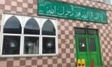 Kaca jendela masjid di Birmingham Inggris diserang dengan palu