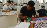 Kafilah menjalani lomba kaligrafi dan dekorasi yang merupakan rangkaian MTQ Nasional ke XXVI di Gedung Graha Bhakti Praja Kota Mataram, Nusa Tenggara Barat, Senin (1/8).(Republika/Raisan Al Farisi)