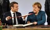 Kanselir Jerman Angela Merkel dan Presiden Prancis Emmanuel Macron menandatangani perjanjian persahabatan.