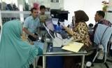 Pembuatan Paspor Jamaah Haji Dilakukan Bertahap di Palembang. Proses pembuatan paspor untuk jamaah haji (ilustrasi).