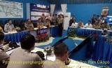 Kapolda Jabar, Irjen Pol Drs Agung Budi Maryoto saat melakukan kunjungan ke Pos Pam Cikopo dan memberikan penghargaan kepada Iptu Kuswari.