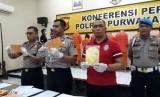 Kapolres Purwakarta AKBP Twedi Aditya Bennyahdi didampingi Wakapolres Kompol Yanna dan Kasat Narkoba AKP Heri Nyrcahyo, saat menunjukan barang bukti narkoba, Sabtu (20/10).