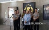 Kapolri Jenderal Tito Karnavian menemui Komisioner Ombudsman Republik Indonesia Amzulian Rifai di Markas Besar Polri, Jakarta, Rabu (3/1).