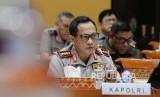 Kapolri Jendral Pol Tito Karnavian mengikuti rapat dengar pendapat umum (RDPU) dengan Komisi III DPR di Kompleks Parlemen, Senayan, Jakarta, Kamis (12/10).
