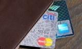 Kepolisian Daerah Jawa Timur menetapkan 18 pembobol kartu kredit atau skimming sebagai tersangka. Komplotan biasa beraksi di wilayah Jatim.