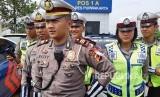 Kasat Lantas Polres Purwakarta AKP Rizky Adi Saputro, saat memaparkan daerah rawan macet dan kecelakaan di ruas jalur mudik Kabupaten Purwakarta, Rabu (16/5).