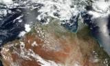 Kebakaran bisa dilihat terjadi di Australia tengah dari satelit.