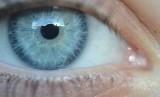 Kebiasaan buruk pada penggunaan lensa kontak dapat mengakibatkan infeksi mata parah, hingga menyebabkan kebutaan.