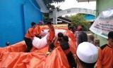 Kegiatan di Posko Peduli Pengungsi Gempa di Desa Saketa, Halmahera Selatan, yang didirikan oleh Laznas BMH bersama SAR Hidayatullah.