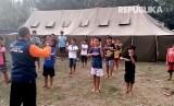 Kegiatan latihan bela diri di pengungsian erupsi Gunung Agung, Karangasem, Bali.