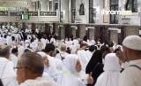 Moratorium izin umrah akan membantu memaksimalkan layanan untuk jamaah. Foto kegiatan tawaf saat umrah (Ilustrasi)