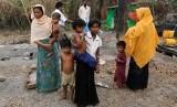 Keluarga dari etnis Rohingya di negara bagian Rakhine, Myanmar.