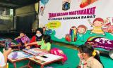 Kelurahan Kuningan Barat, Kecamatan Mampang Prapatan, Jakarta Selatan menyediakan akses wi-fi gratis bagi siswa sekolah.