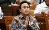 Komut Garuda terpilih Triawan Munaf.