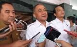 KepalaBadan Narkotika Nasional (BNN) Komjen Pol Heru Winarko(tengah) usai mendatangi Menteri Dalam Negeri (Mendagri) Tito Karnavian di kantor Kemendagri, Jakarta Pusat, Senin (20/1).