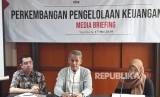 Kepala Badan Pengelola Keuangan Haji (BPKH) Anggito Abimanyu, saat  media briefing di Hotel Melia Purosani, Jumat (17/5).