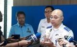 Kepala Badan Pengelola Transportasi Jakarta (BPTJ) Bambang Prihartono (kanan)