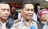 Kepala Bidang Humas Polda Metro Jaya Raden Prabowo Kombes Argo Yuwono (tengah)