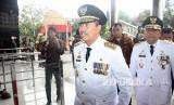 Gubernur Riau Syamsuar (tengah) dan Wakil Gubernur Riau Edy Natar Nasution (kanan)