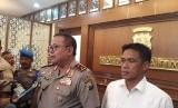 Kepala Kepolisian Daerah Jawa Timur Irjen Pol Luki Hermawan memberi keterangan terkait perkembangan kasus prostitusi online libatkan artis di Mapolda Jatim, Surabaya, Kamis (10/1).