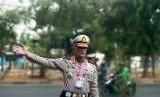 Kepala Korps Lalu Lintas Polri Inspektur Jenderal Polisi Refdi Andri meninjau rekayasa lalu lintas menjelang pembukaan Asian Para Games, Sabtu (6/10).