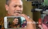 Ketua Departemen Hukum dan HAM DPP Partai Keadilan Sejahtera (PKS) Zainudin Paru memeberikan keterangan kepada wartawan seusai melaporkan Ketua Fraksi Partai Nasdem Victor Laiskodat di Bareskrim Polri, Jakarta, Senin (7/8).