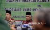 Ketua Dewan Pertimbangan Majelis Ulama Indonesia (MUI) Din Syamsuddin (kanan) saat berdialog di kantor MUI, Jakarta, Selasa (21/3).