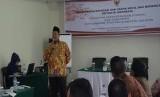 Ketua Induk Baitut Tamwil Muhammadiyah Achmad Suud dalam pelatihan dan sertifikasi bagi 30 calon Dewan Pengawas Syariah (DPS) BTM