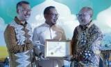 Ketua Komisi Pengawasan, Monitoring Dan Evaluasi DJSN Drs. Suprayitno, Menteri Ketenagakerjaan, M Hanif Dhakiri dan Dirut BPJS Ketenagakerjaan, Agus Susanto