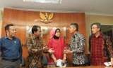 Komisioner Komisi Perlindungan Anak Indonesia (KPAI) Sitti Hikmawatty (tengah)