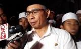 Ketua OJK Wimboh Santoso usai meresmikan Badan Wakaf Mikro Al Fithrah Wava Mandiri di Pondok Pesantren As-Salafi Al-Fitrah,Surabaya, Jawa Timur, Jumat (9/3)