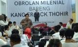 Ketua Tim Kampanye Nasional (TKN) Jokowi-Ma'ruf Amin, Erick Thohir berdialog dengan kalangan milenial pada acara Obrolan Milenial Bersama Kang Erick Thohir, di Posko Pemenangan Bersama Jokowi-Ma'ruf, di Jalan Tamblong, Kota Bandung, Ahad (20/1).