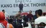 Ketua Tim Kampanye Nasional (TKN) Jokowi-Ma'ruf Amin, Erick Thohir berdialog dengan kalangan milenial pada acara Obrolan Milenial Bersama Kang Erick Thohir, di Posko Pemenangan Bersama Jokowi-Ma'ruf, di JalanTamblong, Kota Bandung, Ahad (20/1).