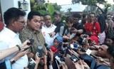 Ketua TKN Erick Thohir usai melakukan pertemuan tertutup dengan Jokowi dan KH. Ma'ruf Amin di Restoran Plataran Menteng, Jakarta Pusat, Kamis (18/4) sore.