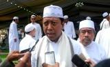 Ketua Umum DPP PPP Muhammad Romahurmuziy (tengah), menyampaikan tanggapan tentang kasus dugaan korupsi Ketua DPR Setya Novanto di Sukabumi, Jawa Barat, Kamis (16/11).