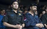 Ketua Umum Nasional Demokrat (NasDem) Surya Paloh (kanan) didampingi Ketua Umum Garda Pemuda NasDem Prananda Paloh (kiri) memimpin Apel Siaga Nasional Garda Pemuda NasDem dalam rangka Rapat Kerja Nasional (Rakernas) dan HUT NasDem ke-6 di JIExpo, Jakarta, Selasa (14/11).
