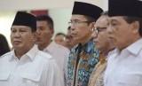 Ketua Umum Partai Gerindra Prabowo Subianto (kiri) didampingi Gubernur NTB M Zainul Majdi (tengah).