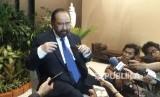 Ketua Umum Partai Nasional Demokrat (Nasdem), Surya Paloh menjawab pertanyaan wartawan usai rakernas selesai diselenggarakan di JI-Expo Kemayoran, Jakarta, Kamis (16/11).